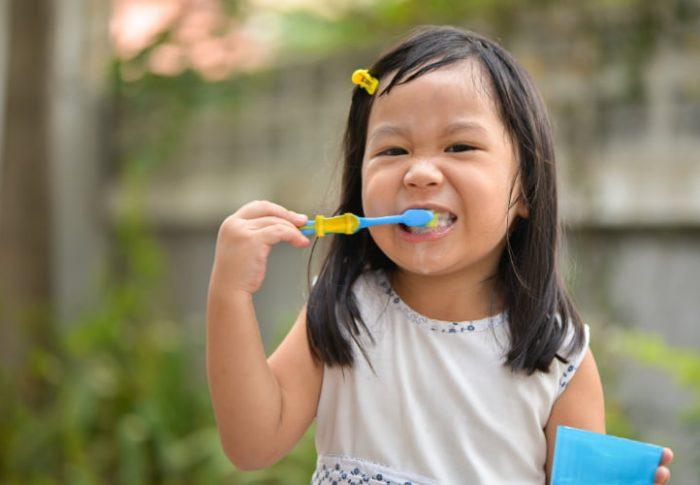 Ajarkan Anak Cara Sikat Gigi yang Benar untuk Cegah Gigi Berlubang