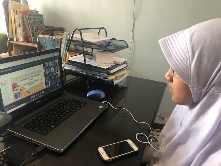 mendampingi anak belajar daring